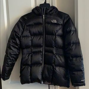 NIRTH FACE Girls winter coat with hood. Super warm